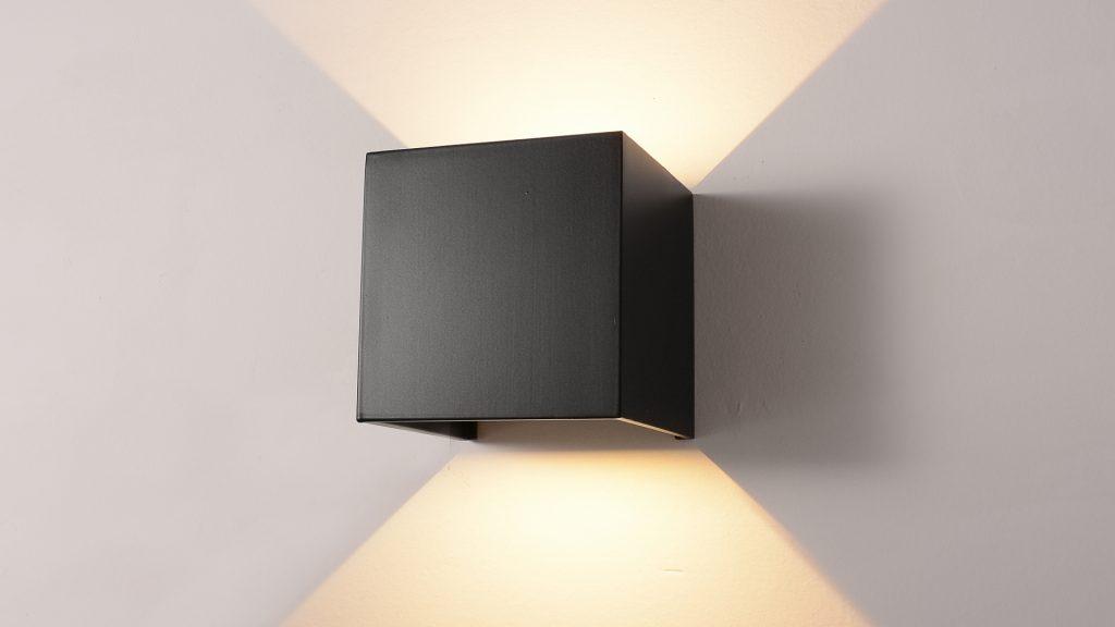 wall light: (n) đèn tường